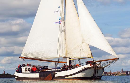 Plattbodenschiff Linquenda - Vollcharter und Mitsegeln auf em Ijsselmeer und Wattenmeer