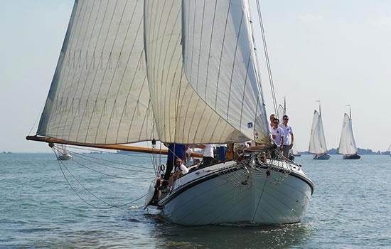 herrlich Segheln mit dem Plattbodenschiff Juffvrouw Ooievaer auf dem Ijsselmeer