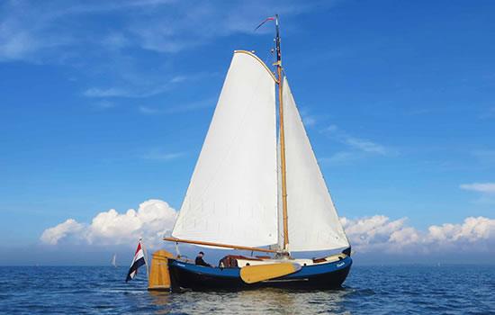 Ijsselmeer: Plattbodenschiff ohne Skipper chartern