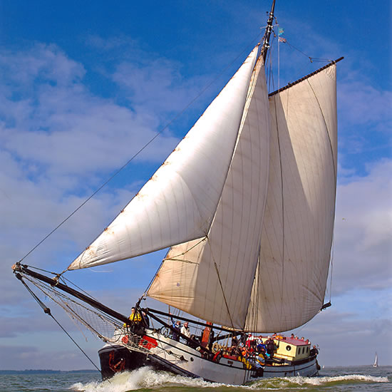 traditional sail shoip sailing